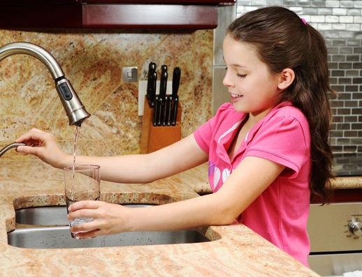 girl-drinking-tap-water