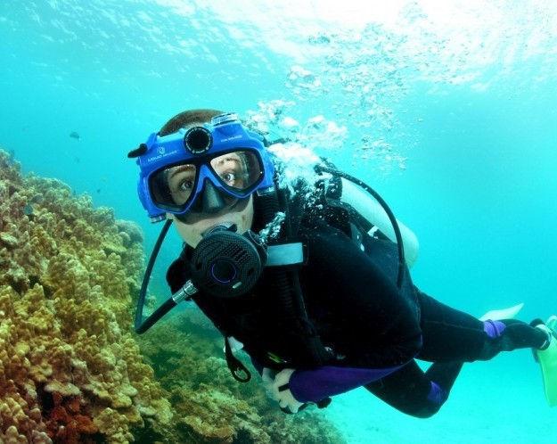 liquid-image-scuba-series-hd-720p-320-321-swim-mask-modeled-3