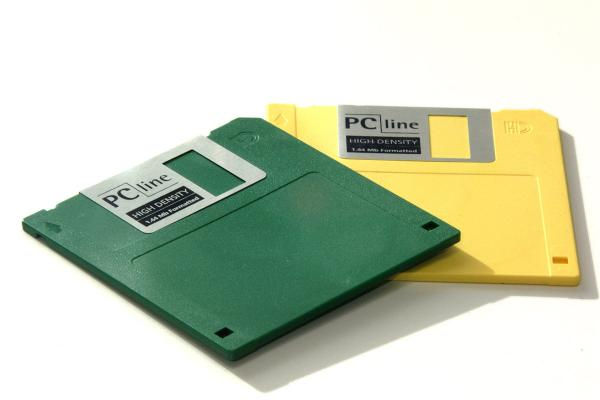 8-Video-Game-Consoles-diskette