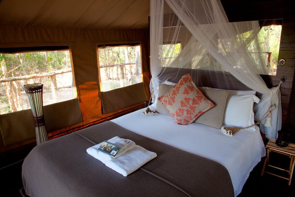 Paperbark-Camp-Australia-Deluxe-tent-interior_